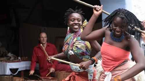 KULTURA. Tancerze z Ugandy na oświęcimskim rynku