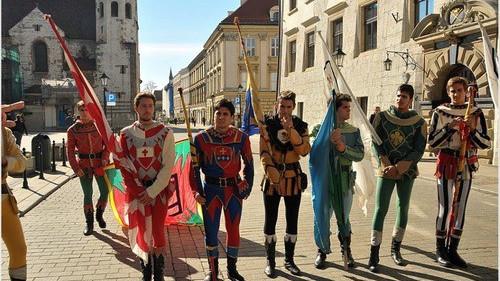 KULTURA. Żonglerzy flagami w Krakowie