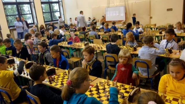 Mali i duzi szachiści rywalizowali o Puchar Starosty Oświęcimskiego