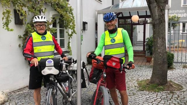 """Martin Krick na finiszu wyprawy """"Nigdy więcej"""" ze Stiefenhofen do Oświęcimia"""