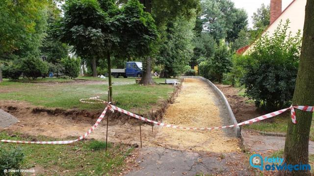Miasto remontuje osiedlowe chodniki – FOTO