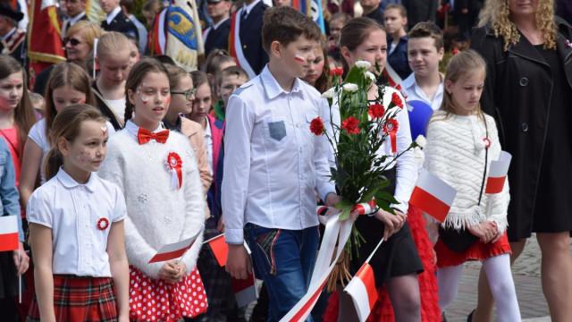 Mieszkańcy Oświęcimia manifestowali radość i przywiązanie do historii podczas święta Konstytucji 3 maja