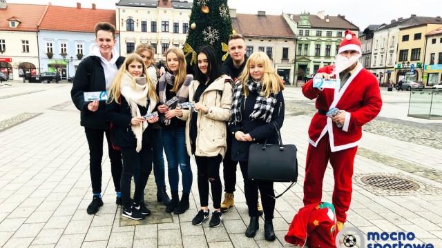 Mikołaj rozdawał bilety na mecz – FILM, FOTO
