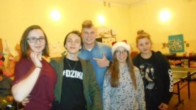 Mikołajkowy wieczór młodzieżowy w Łękach