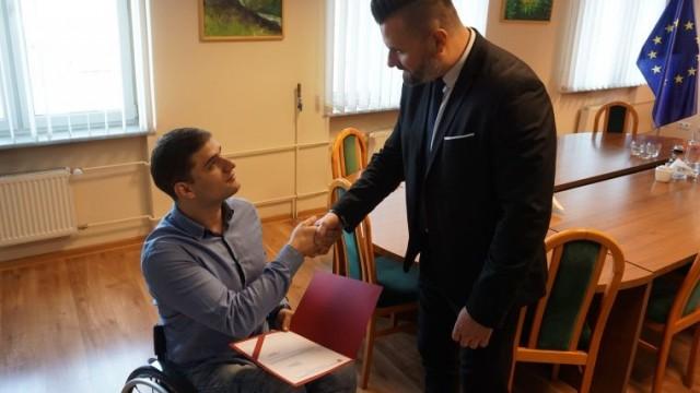 Mistrzowski wyczyn Kamila doceniony przez władze Powiatu Oświęcimskiego