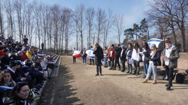 Młodzież izraelska i polska wspólnie poznaje trudną historię