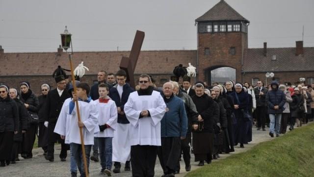 Modlitwa w Birkenau