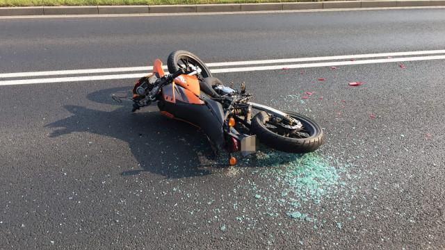 Motocykl uderzył w samochód. Jedna osoba poszkodowana. ZDJĘCIA!