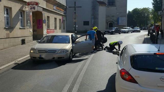 Motocyklista z Czech uderzył w tył opla. ZDJĘCIE !