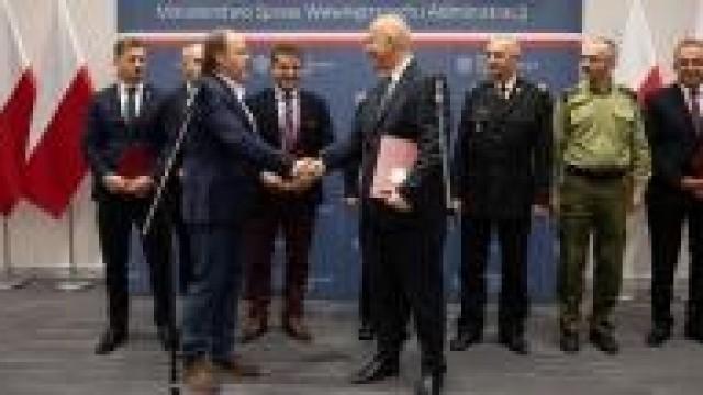 MSWiA. Jest porozumienie MSWiA i związków zawodowych funkcjonariuszy