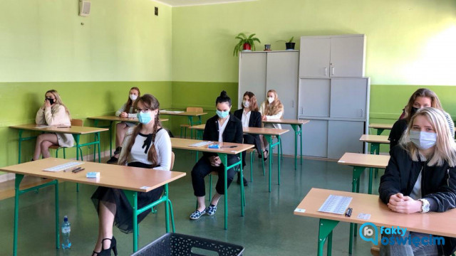 Na maturze egzaminy pisemne z biologii i języka francuskiego na poziomie rozszerzonym i dwujęzycznym