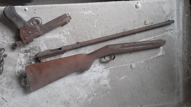 Na remontowanym poddaszu znaleźli broń z czasów II wojny światowej - InfoBrzeszcze.pl