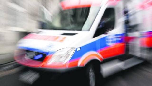 Na ul. Dąbrowskiego w Oświęcimiu autobus na przejściu dla pieszych potrącił 64-letnią kobietę
