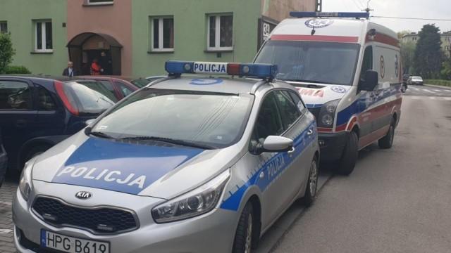 Nago biegał po klatce i wygrażał się sąsiadom- interweniowały służby ratunkowe - InfoBrzeszcze.pl