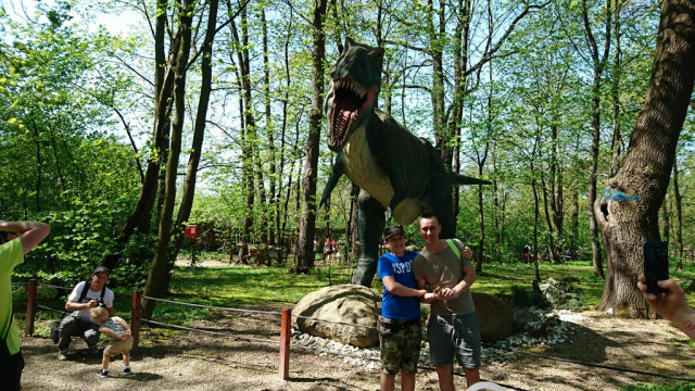 Największy na świecie ruchomy dinozaur mieszka w Zatorze – FOTO