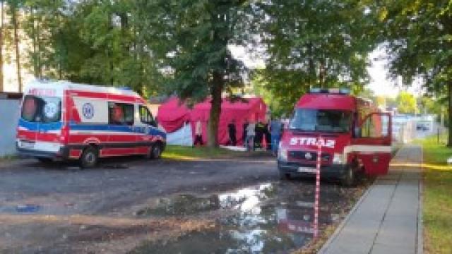 Namiot kęckich strażaków punktem wymazowym na terenie szpitala w Oświęcimiu