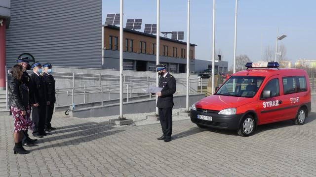 Narada podsumowująca działalność jednostek ochrony przeciwpożarowej w 2020 roku. Samochód operacyjny przekazany druhom OSP