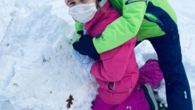 Nareszcie  w szkole -zimowe zabawy na śniegu dzieci z ZSP 3 Kęty