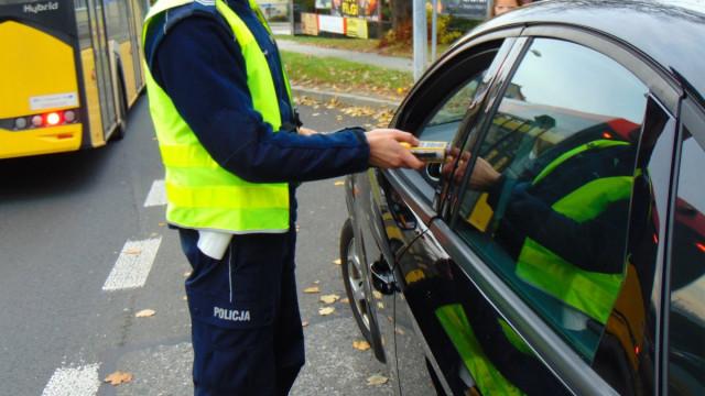 Nietrzeźwy kierowca usiłował wręczyć policjantom łapówkę