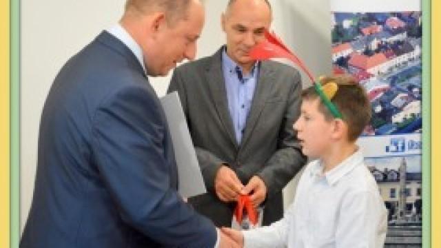 """Niezwykłe podsumowanie sezonu, czyli sportowcy z """"Jedynki"""" z wizytą u Burmistrza"""