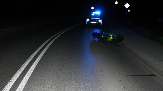 Nocny wypadek motocyklisty. Dzięki jednemu z kierowców w porę otrzymał pomoc