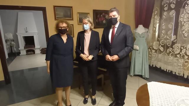 Nowa ambasador rządu jej królewskiej mości w Oświęcimiu