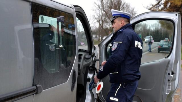 NOWA WIEŚ. 33-laetni mężczyzna jeździł dostawczakiem bez uprawnień