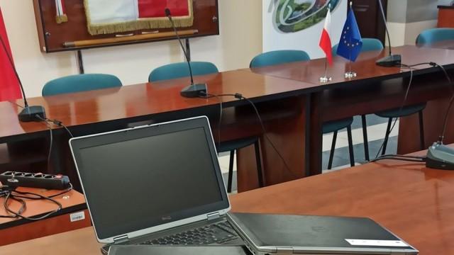 Nowe laptopy w szkołach podstawowych naszej Gminie. - InfoBrzeszcze.pl