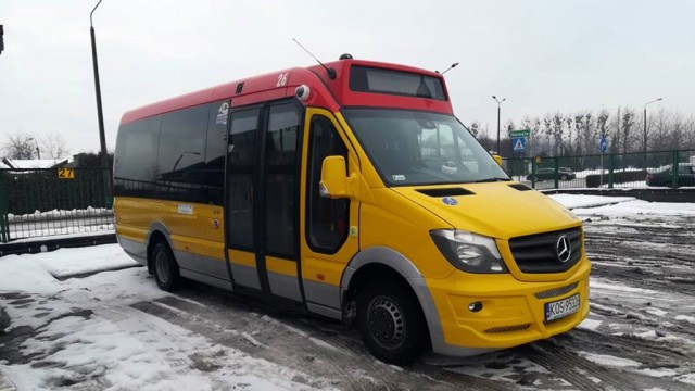 Nowy mercedes jeździ po ulicach powiatu – FOTO