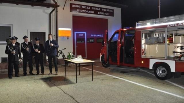 Nowy wóz strażacki dla OSP w Dworach Drugich. Zakup wsparł Powiat Oświęcimski