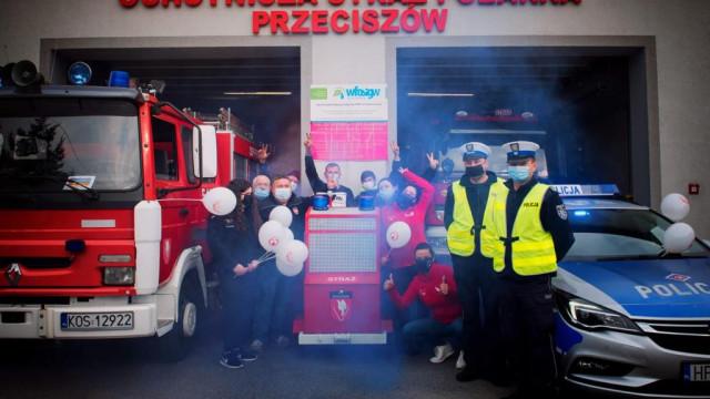 """Nowy ,,wóz strażacki"""" w Przeciszowie. Pomoże chorym dzieciom"""