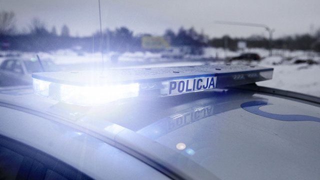 Obywatelskie zatrzymanie pijanego kierowcy, który samochodem uszkodził drzwi sklepu