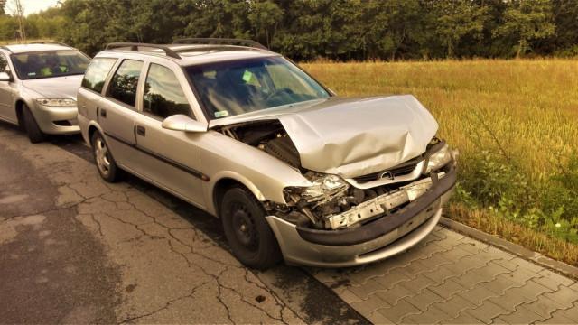 Opel najechał na tył Audi w Porębie Wielkiej. ZDJĘCIA !