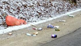 Ostrzegamy - za wyrzucanie śmieci w miejscach niedozwolonych grożą wysokie kary pieniężne!