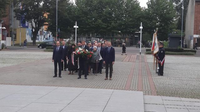 Oświęcim. 81. rocznica agresji ZSRR na Polskę. Oświęcimianie oddali hołd ofiarom