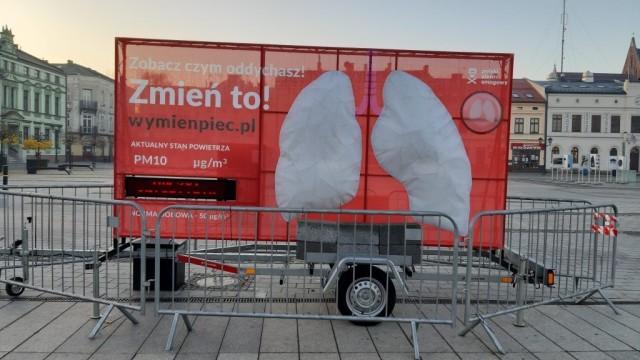 Oświęcim. Billboard pokaże poziom zanieczyszczenia powietrza
