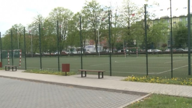 Oświęcim. Boiska przy szkołach na razie dla klubów sportowych