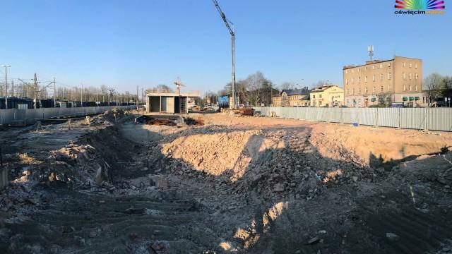 OŚWIĘCIM. Budowa nowego dworca PKP, peronów i przejścia podziemnego