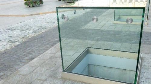 OŚWIĘCIM. Co z tym rynkiem? Miała być szklana płyta, są akwaria, widać przez nie mniej niż zero...