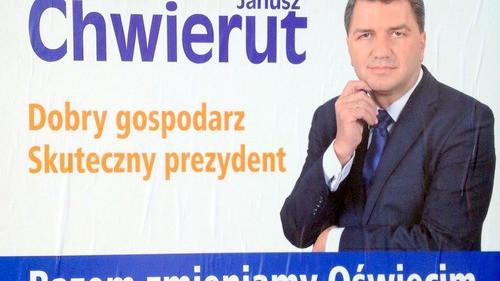 OŚWIĘCIM. KW Samorządny Oświęcim Razem dla Oświęcimia widzi braki na plakatach Janusza Chwieruta. Jest w błędzie.