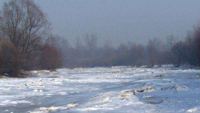 OŚWIĘCIM. Lód na rzece Sole załamał się pod psem