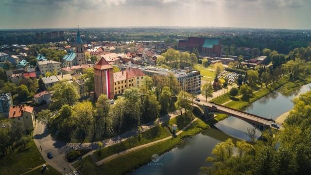Oświęcim. Miasto przygotowuje się na Święto Flagi Rzeczypospolitej Polskiej i na 3 maja - 229. rocznicę uchwalenia Konstytucji 3 Maja