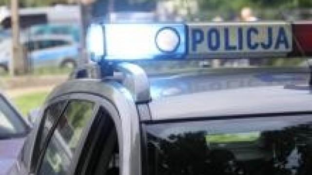 Oświęcim. Mieszkanka Oświęcimia i policjanci ratowali seniora, który zasłabł na ulicy