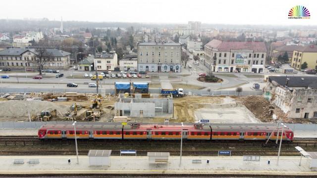 OŚWIĘCIM. Mury nowego dworca PKP już widać