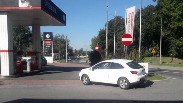 OŚWIĘCIM. Nastolatek potrącony przy wjeździe na stację paliw