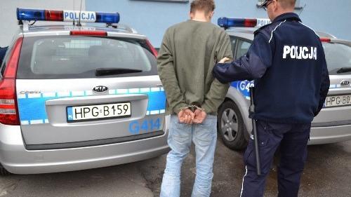 OŚWIĘCIM. Nie zatrzymał auta, próbował potrącić policjanta. 23-letni mężczyzna trafił do aresztu