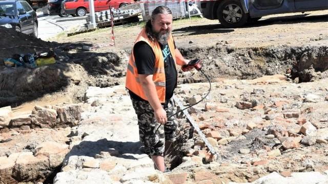Oświęcim. Odkopali mury dawnego dworu Russockich