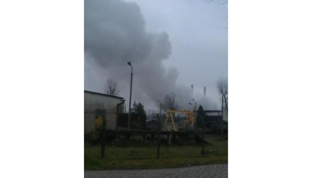 Oświęcim - pali sie hala ze złomem w pobliżu Firmy Chemicznej. Aktualizacja