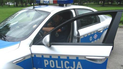 OŚWIĘCIM. Pijana kobieta szła środkiem ulicy, później znieważyła policjantów