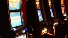 Oświęcim. Policjanci i celnicy zabezpieczyli nielegalne automaty do gier